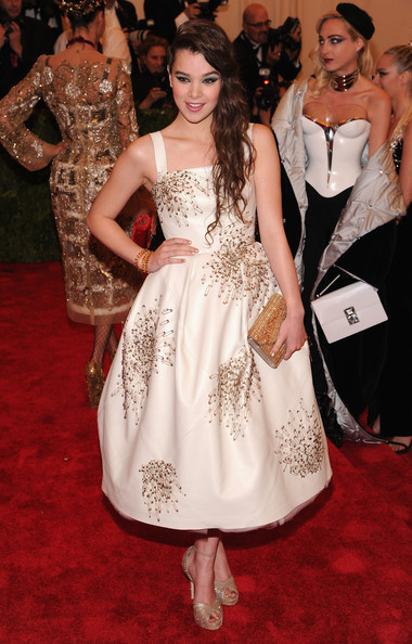 More Pics of Hailee Steinfeld Gold Bracelet (1 of 13) - Bracelets Lookbook - StyleBistro [punk: chaos to couture,fashion model,dress,clothing,red carpet,gown,carpet,flooring,fashion,hairstyle,premiere,hailee steinfeld,new york city,metropolitan museum of art,punk: chaos to couture costume institute gala,exhibition]