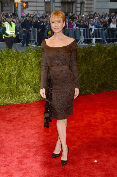 Reneee Zellweger chose a sleek and classic long-sleeve cocktail dress that featured crystals all over.