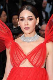 Araya Hargate dazzled us with this diamond statement necklace by Chopard at the 2019 Cannes Film Festival screening of 'Pain and Glory.'