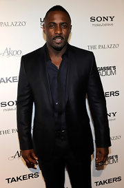 Idris showed off his sleek blazer, which he paired with a matching button down shirt.
