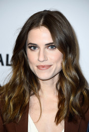 Allison Williams looked beautiful wearing her hair with a center part and beachy waves during the Paleyfest LA 'Girls' event.