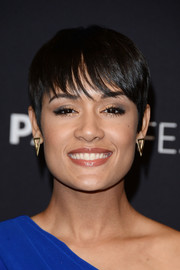 Grace Gealey looked oh-so-cool wearing this boy cut with wispy bangs during PaleyFest Los Angeles.