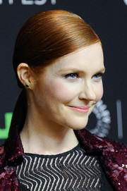 Darby Stanchfield looked elegant wearing this slicked-down, side-parted ponytail during PaleyFest Los Angeles.