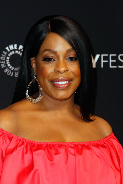 Niecy Nash showed off perfectly flat-ironed hair during PaleyFest Los Angeles.