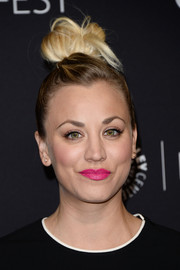 Kaley Cuoco lit up her beauty look with bright pink lipstick.