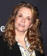 Lea Thompson wore her hair down in a casual curly style during PaleyFest Los Angeles.