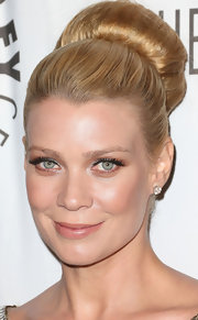 Laurie wore her hair in a classic full ballerina bun for the Paley Center benefit.
