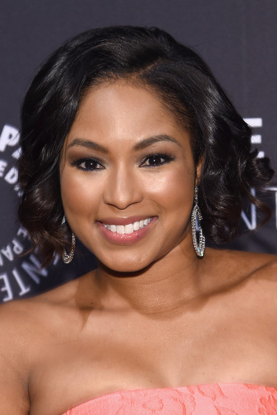 Alicia Quarles attended the Tribute to African-American Achievements in Television wearing a sweet curly bob.