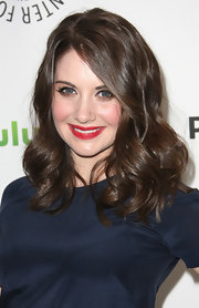 Alison Brie attended PaleyFest 2012 wearing her hair in long waves and curls.
