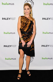 Julie Bowen wore this artistic bronze tie-dye dress to the PaleyFest 'Modern Family' event.