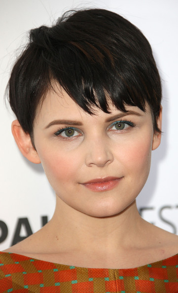 Ginnifer Goodwin attended PaleyFest 2012 wearing a pop of shimmery turquoise eyeshadow.
