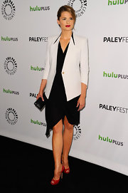 Stana Katic topped off her look with patent leather peep-toe pumps.