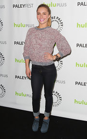 Hayden Panettiere looked casual and cool in classic skinny jeans with rolled ankles.