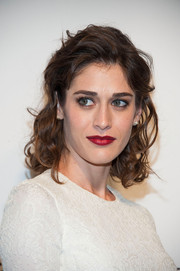 Lizzy Caplan looked gorgeous with her short curly 'do at PaleyFest 2014.