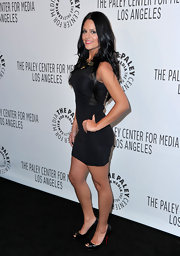 Pia Toscano posed for the cameras in this little black dress... cute!