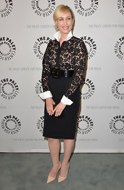 To top off her super classy evening look, Vera chose a classic black pencil skirt.