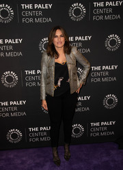 For her footwear, Mariska Hargitay chose a pair of black lace pumps (and matching tights).