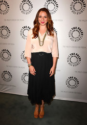 Maya Rudolph wore warm brown leather sandals at an evening with 'Up All Night. '