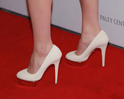 Jessica Pare kept her red carpet look mod from head to toe with these white platform pumps.