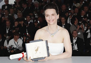 Juliette showed off her stunning collar necklace while attending a photo call at the Cannes Film Festival.