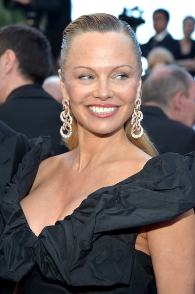 Pamela Anderson Long Straight Cut [hair,hairstyle,shoulder,beauty,dress,blond,fashion,premiere,smile,joint,red carpet arrivals,pamela anderson,beats per minute,screening,cannes,france,cannes film festival,palais des festivals]