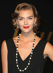 Arizona Muse went Old Hollywood glam with this curly bob for the Panthere De Cartier party.