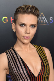 Scarlett Johansson got majorly edgy with this wet-look fauxhawk at the premiere of 'Ghost in the Shell.'