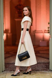 A black chain-strap bag by Dior tied Zoey Deutch's look together.