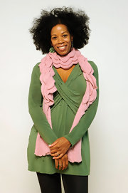 Kim Wayans looked great in a green wrap top at a movie portrait session.