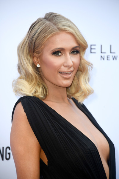 Paris Hilton Medium Wavy Cut [hair,face,blond,hairstyle,shoulder,eyebrow,chin,beauty,long hair,joint,arrivals,paris hilton,beverly hills hotel,california,daily front row,the daily front row,4th annual fashion los angeles awards]