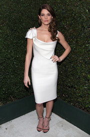 Beauty-in-white Ashley Greene struck a pose at Elton John's Oscars party.