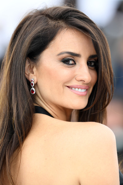 Penelope Cruz Dangling Crystal Earrings
