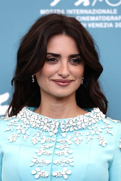Penelope Cruz Long Wavy Cut [photocall - the 76th venice film festival,hair,face,hairstyle,eyebrow,beauty,skin,lady,chin,cheek,forehead,penelope cruz,sala grande,wasp network,photocall,atelier swarovski,venice,italy,76th venice film festival]