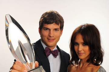 Jessica Alba Ashton Kutcher People's Choice Awards 2010 - Portraits