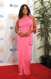 No one pulls off bright colors quite like Niecy Nash. She donned a one-shoulder evening dress in a deep pink hue.