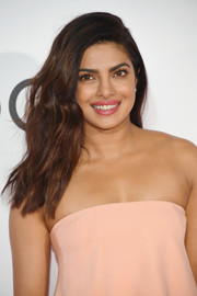 Priyanka Chopra showed off long, luxuriant waves at the 2017 People's Choice Awards.