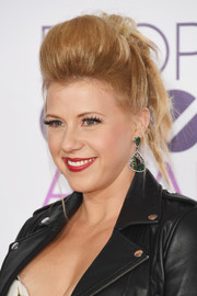 Jodie Sweetin was rocker-glam at the 2017 People's Choice Awards wearing this towering pompadour.