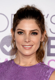Ashley Greene rocked a messy-chic ponytail at the 2017 People's Choice Awards.