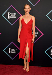 Amber Valletta ravished in a high-slit red slip dress by Victoria Beckham at the 2018 People's Choice Awards.