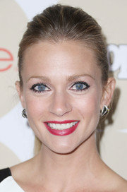 A.J. Cook pulled her hair back in a simple ponytail for People's Ones to Watch party.