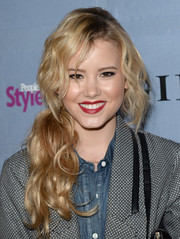 Taylor Spreitler sported an edgy yet pretty loose side-ponytail when she attended the People StyleWatch Denim Awards.