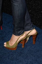 Stephanie Jacobsen teamed her jeans with a pair of tan slingback sandals when she attended the People StyleWatch Denim Awards.