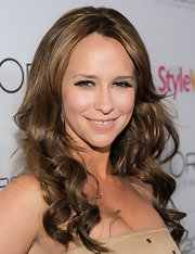 Jennifer love Hewitt showed off perfectly highlighted curls at the 'People' Stylewatch event.