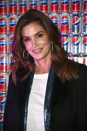Cindy Crawford framed her beautiful face with a gently wavy 'do for the Pepsi Generations Live Pop-Up.