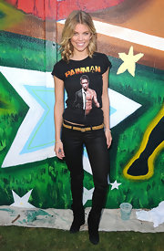 AnnaLynne showed off her graphic t-shirt while hitting the Pepsi party.