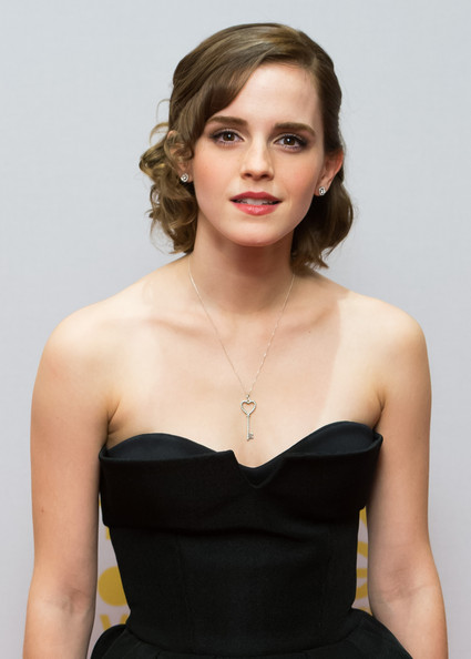 Emma Watson adorned her bare neckline with a cute heart key pendant necklace by Tiffany & Co.