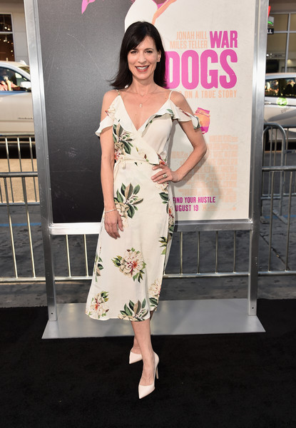 Perrey Reeves Wrap Dress [clothing,dress,fashion model,pink,shoulder,fashion,beauty,cocktail dress,carpet,flooring,arrivals,perrey reeves,california,hollywood,tcl chinese theatre,warner bros. pictures,war dogs,premiere,premiere]