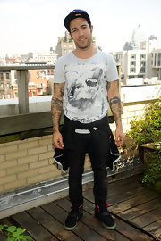Pete chose black skinny jeans for this punk look while visiting the Elvis Duran Offices in NYC.