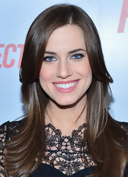 Allison Williams softened up her beauty look with pale pink lips.