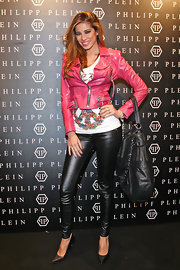 Aida Yespica piled on the leather with this jacket, pants, pumps, and hobo bag combo at the Philipp Plein fashion show.